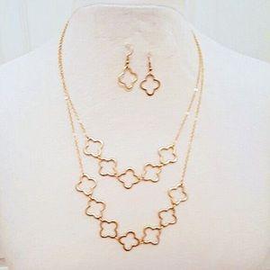 Matte gold quatrefoil necklace & earring set